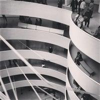 Foto tomada en Solomon R Guggenheim Museum por Armando M. el 4/21/2013