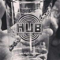 Foto scattata a Hopworks Urban Brewery da Kristin C. il 2/17/2013