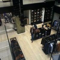 Foto tomada en BOSS Store por Arnaud P. el 12/14/2012