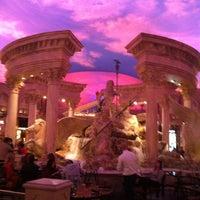 11/24/2012 tarihinde Gretchen W.ziyaretçi tarafından Festival Fountain - The Forum Shops at Caesars Palace'de çekilen fotoğraf