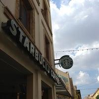 Foto tirada no(a) Starbucks por George K. em 7/20/2013