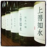 Das Foto wurde bei Adega de Sake | 酒蔵 von Alexandre Tatsuya I. am 5/29/2013 aufgenommen