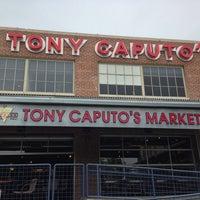 5/17/2013에 iGoByDoc님이 Tony Caputo's Market & Deli에서 찍은 사진