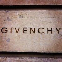 รูปภาพถ่ายที่ Givenchy โดย -- -. เมื่อ 4/5/2013