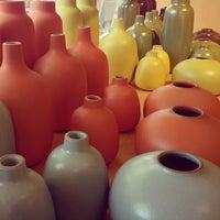 Photo prise au Heath Ceramics par Mary B. le4/28/2013