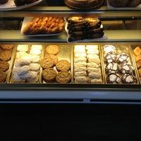 Foto diambil di Costeaux French Bakery oleh Doug S. pada 1/2/2013