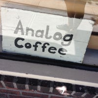 Foto tirada no(a) Analog Coffee por Aaron W. em 7/27/2013