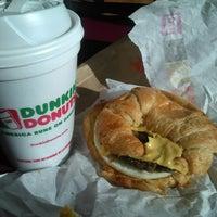 Foto tomada en Dunkin' Donuts / Baskin Robbins por Bajan B. el 11/23/2013