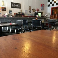 9/9/2015 tarihinde Theo B.ziyaretçi tarafından KirbyG's Diner & Pub'de çekilen fotoğraf