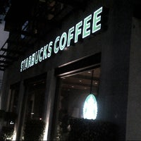 Photo prise au Starbucks par Jorge C. le10/11/2012