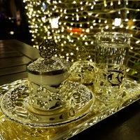 รูปภาพถ่ายที่ Cratos Nargile Café โดย Nurcan A. เมื่อ 10/20/2018