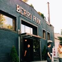 Das Foto wurde bei Berry Park von debz am 6/8/2013 aufgenommen