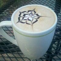 Foto scattata a Felicitous Coffee & Tea House da Corinne B. il 10/23/2012