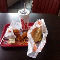 รูปภาพถ่ายที่ Burger King โดย Andre P. เมื่อ 4/2/2016