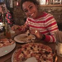 Das Foto wurde bei Sodo Pizza Cafe - Walthamstow von Rose H. am 11/17/2018 aufgenommen