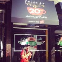 Foto tirada no(a) Lafayette Espresso Bar + Marketplace por kuruvata em 9/17/2014