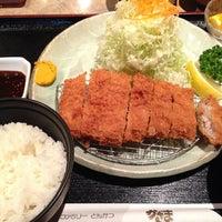 Foto tirada no(a) とんかつ風間 por RichardHowl em 11/16/2013