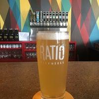Foto tomada en Ratio Beerworks por Jenn M. el 8/28/2016