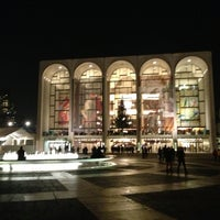 Снимок сделан в Lincoln Center for the Performing Arts пользователем Rafael J. 12/5/2012