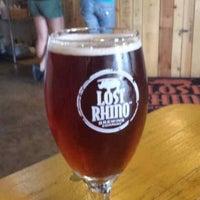 รูปภาพถ่ายที่ Lost Rhino Brewing Company โดย Mark T. เมื่อ 6/26/2013