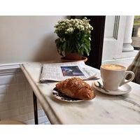 รูปภาพถ่ายที่ Toby's Estate Coffee โดย Trin A. เมื่อ 8/19/2014