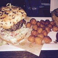 รูปภาพถ่ายที่ Cowbell Burger & Bar โดย Jonathan C. เมื่อ 10/18/2014