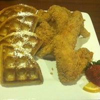 Снимок сделан в Granny's Restaurant пользователем Toya F. 11/10/2012