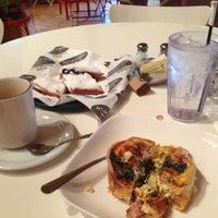 Das Foto wurde bei Artisan Foods Bakery & Café von Britt A. am 1/9/2013 aufgenommen
