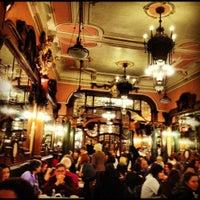 Foto tirada no(a) Majestic Café por Mario G. em 11/9/2012