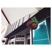 7/17/2014 tarihinde Jack G.ziyaretçi tarafından Fireflour Pizza + Coffee Bar'de çekilen fotoğraf