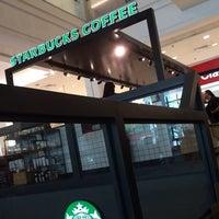 Foto tirada no(a) Starbucks por Emygdio C. em 2/13/2014