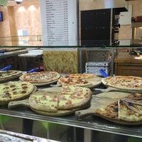 Photo prise au Mamma Mia Pizza & FastGood par Steve J. le10/19/2015