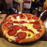 Foto tomada en Central de Pizzas por Esteban V. el 7/14/2013