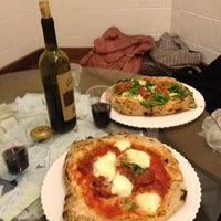 Foto scattata a Gusta Pizza da Heather B. il 4/19/2013