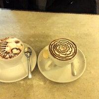 Foto diambil di Café Martinelli Midi oleh Luciana T. pada 5/27/2013