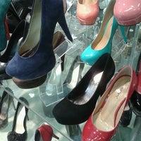 Foto diambil di Galería Del Calzado oleh Neveria L. pada 10/25/2012