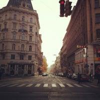 รูปภาพถ่ายที่ Mariahilfer Straße โดย Alexander เมื่อ 11/25/2012
