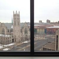 4/11/2013 tarihinde Leah K.ziyaretçi tarafından Hilton Garden Inn Minneapolis Downtown'de çekilen fotoğraf