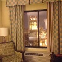 4/12/2013 tarihinde Leah K.ziyaretçi tarafından Hilton Garden Inn Minneapolis Downtown'de çekilen fotoğraf