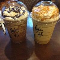 Photo prise au Starbucks par Aylin Katze le4/13/2013