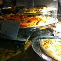 Снимок сделан в Pizza Poselli пользователем Akis S. 9/15/2012