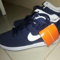 355b80b1e6 ... Foto tirada no(a) Nike Store por Leonardo F. em 3 10 ...