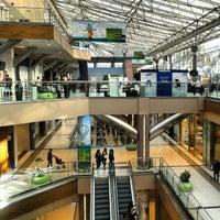 รูปภาพถ่ายที่ The Mall Athens โดย Natalia L. เมื่อ 10/31/2012