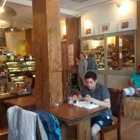 Foto tirada no(a) The Café Grind por Zethus S. em 6/22/2013