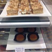Foto tirada no(a) B.LEM Portuguese Bakery por Andrea V. em 12/20/2014