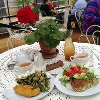 Foto scattata a Petersham Nurseries Cafe da Lunita il 6/23/2013