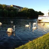 Foto scattata a Landwehrkanal da Maira il 6/21/2013