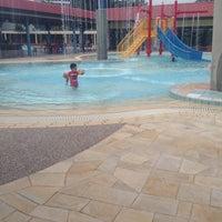 Photo prise au Woodlands Swimming Complex par Hudzaifah S. le7/13/2016