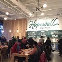 รูปภาพถ่ายที่ Hopewell Brewing Company โดย Aya F. เมื่อ 4/3/2016