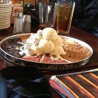 Foto scattata a BJ's Restaurant & Brewhouse da Joe . il 5/15/2013